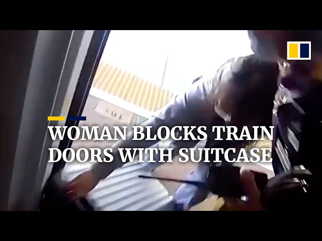 Late for train, Chinese woman blocks doors with suitcase